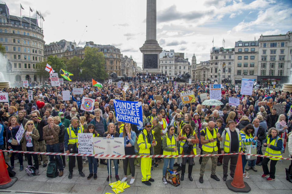 Crowds of protesters listening to speeches during the �We Do Not Consent� protests in Trafalgar Square London against Lockdown, Social Distancing, Track and Trace & wearing of face masks. (Photo by Dave Rushen / SOPA Images/Sipa USA)