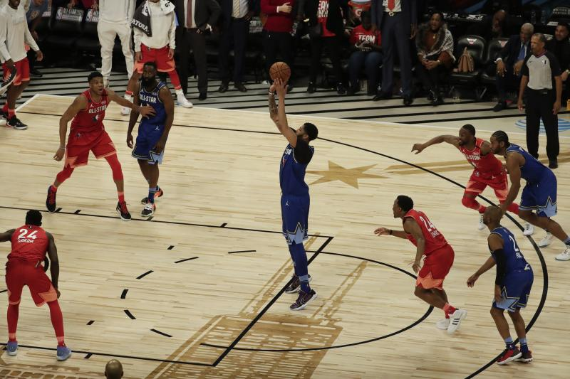 Anthony Davis of the Los Angeles Lakers shoots the game-winning free throw during the second half of the NBA All-Star basketball game Sunday, Feb. 16, 2020, in Chicago. (AP Photo/David Banks)