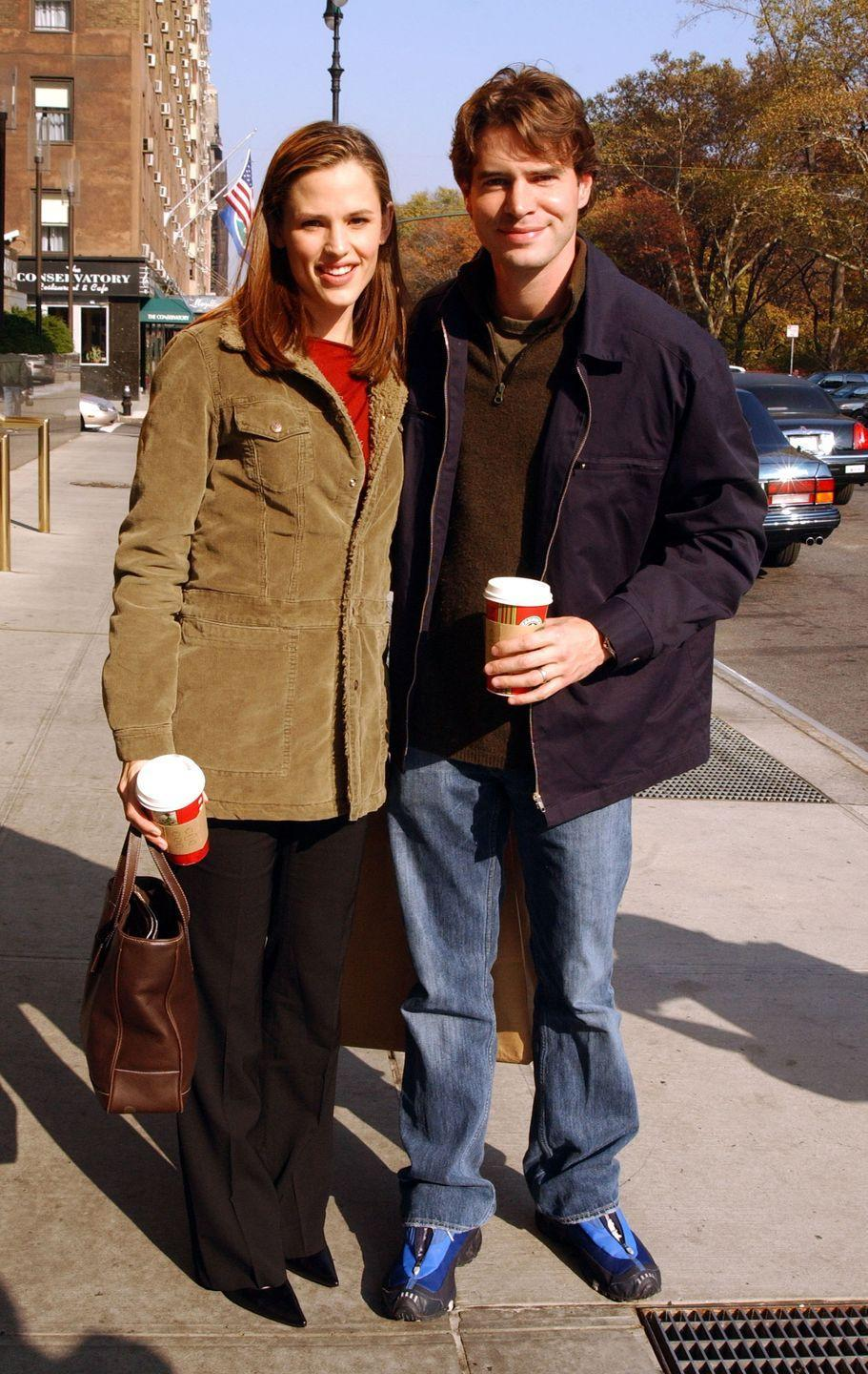 <p>There's nothing quite like an afternoon stroll with Starbucks to embody the autumn aesthetic. Jennifer Garner, naturally in a beige corduroy, and Scott Foley were clearly <em>falling</em> for one another.</p>