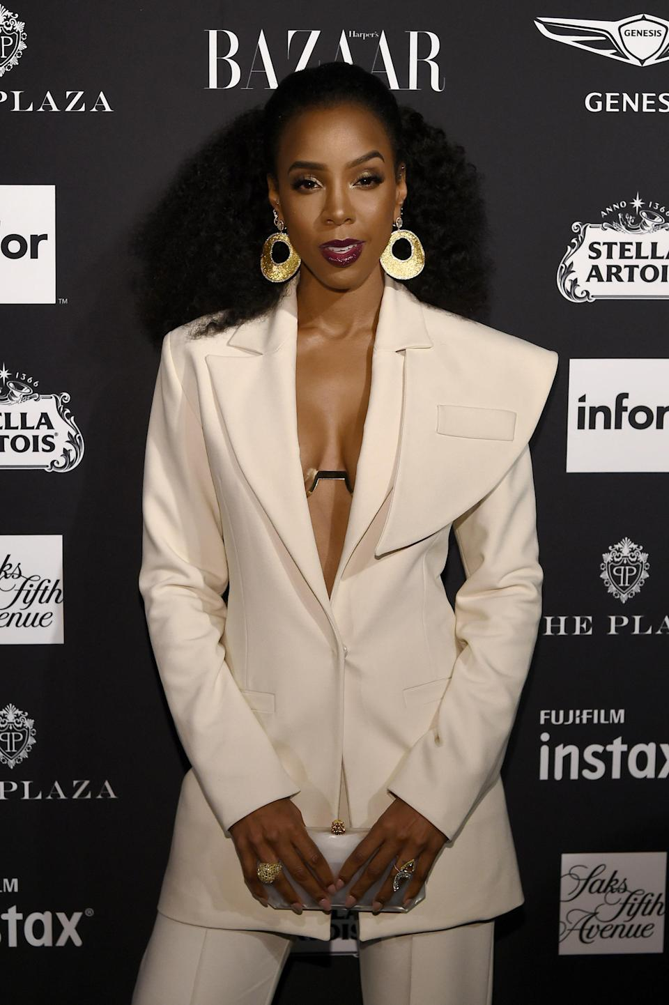 """<p>Singer Kelly Rowland revealed during an interview with <em><a rel=""""nofollow noopener"""" href=""""https://www.shape.com/"""" target=""""_blank"""" data-ylk=""""slk:Shape"""" class=""""link rapid-noclick-resp"""">Shape</a></em> that she wanted to have breast implants at the age of 18 but her mum (and Beyonce's mum) wanted her to really think about it first. """"I took their advice and waited 10 years,"""" she said. """"Once I felt ready, I tried on padded bras and walked around in them to see how it would feel. You have to know what you're getting – no matter what type of surgery it is."""" <em>[Photo: Getty]</em> </p>"""
