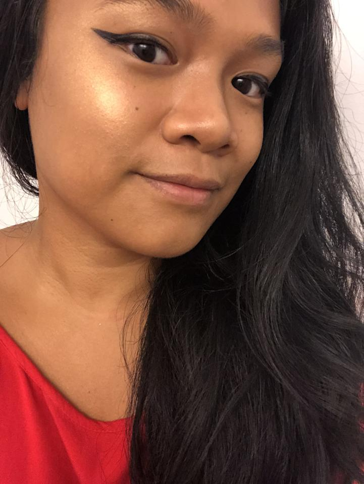 """<p>""""Once I saw the sunbeam-like glow the Beauty by POPSUGAR Be Bright Shimmer Highlighter in Hot Damn gave me, I thought things like '<em>Whoa</em>,' '<em>How?</em>' and, of course, '<em>Hot Damn!</em>' My first reaction, however, was confusion. It was provoked by how the fine powder blended in so well with my tan skin tone, I couldn't see it in the dimly lit area that I had applied the makeup. Once I stepped near a window and let the sun hit my cheeks, I was floored at how radiant my skin looked. It had a reflective, gold shine that was similar to that of one of my <a href=""""https://www.popsugar.com/beauty/Marc-Jacobs-O-Mega-Glaze-All-Over-Foil-Luminizer-Review-45420999"""" class=""""ga-track"""" data-ga-category=""""Related"""" data-ga-label=""""https://www.popsugar.com/beauty/Marc-Jacobs-O-Mega-Glaze-All-Over-Foil-Luminizer-Review-45420999"""" data-ga-action=""""In-Line Links"""">favorite highlighters</a>, the Marc Jacobs Beauty O!Mega Glaze All-Over Foil Luminizer."""" - Jesa Marie Calaor, assistant beauty editor</p>"""