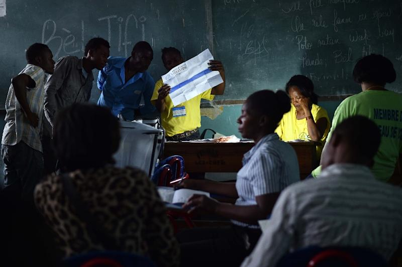 Election officials count ballots at a school in Port-au-Prince, Haiti, on August 9, 2015 during the legislatives elections (AFP Photo/Hector Retamal)