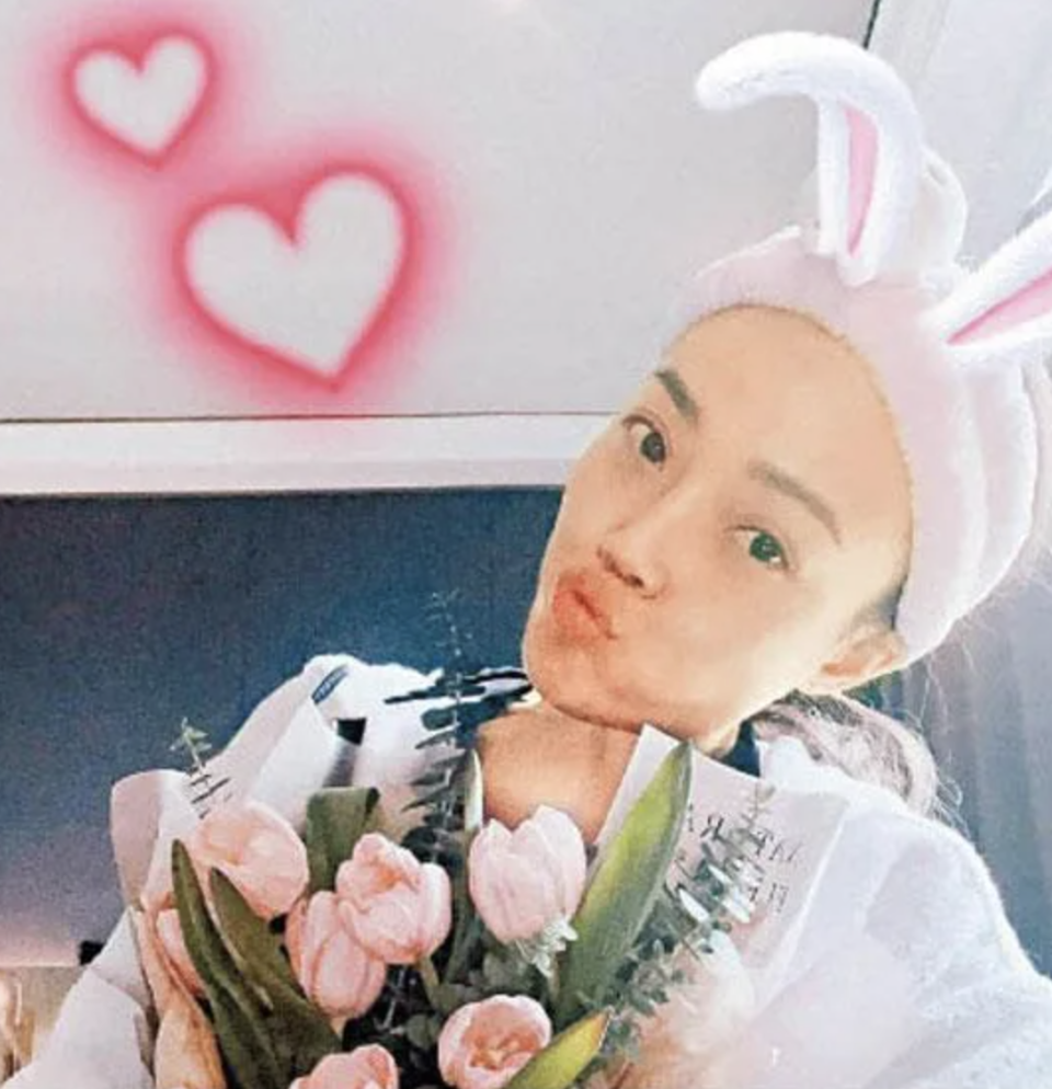Joey Yung poses with her birthday gifts. (PHOTO: Joey Yung Instagram)