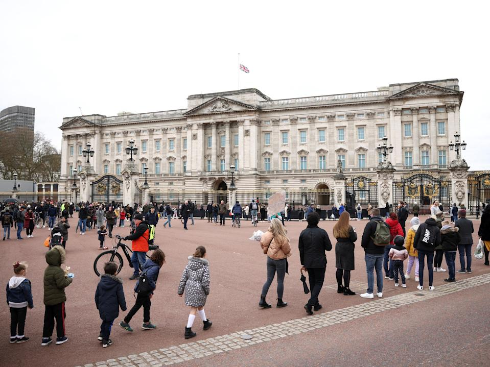People queue outside Buckingham Palace to pay respects to PhilipReuters