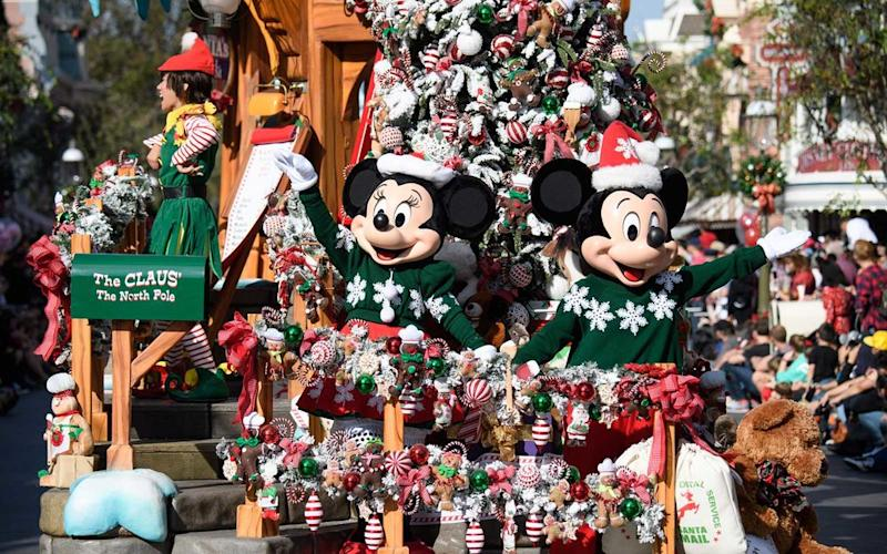 Why Christmas Is The Best Holiday.Why Disneyland Is The Best Place On Earth To Celebrate The