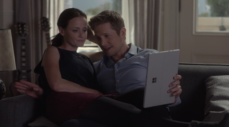 Bledel and Matt Czuchry (Credit: Netflix)