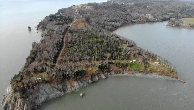 A picture of Clarke Head Beach in Cumberland County. The road in dispute is at the far right side. (Danny Best - image credit)