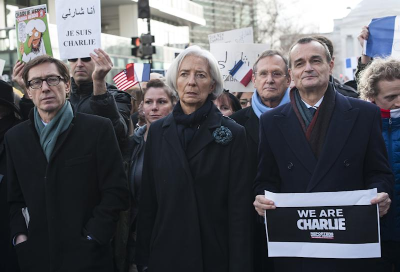 IMF Managing Director Christine Lagarde (2-R), German Ambassador to the US Peter Wittig (2-L) and French Ambassador to the US Gerard Araud (R) march in Washington on January 11, 2015 (AFP Photo/Nicholas Kamm)