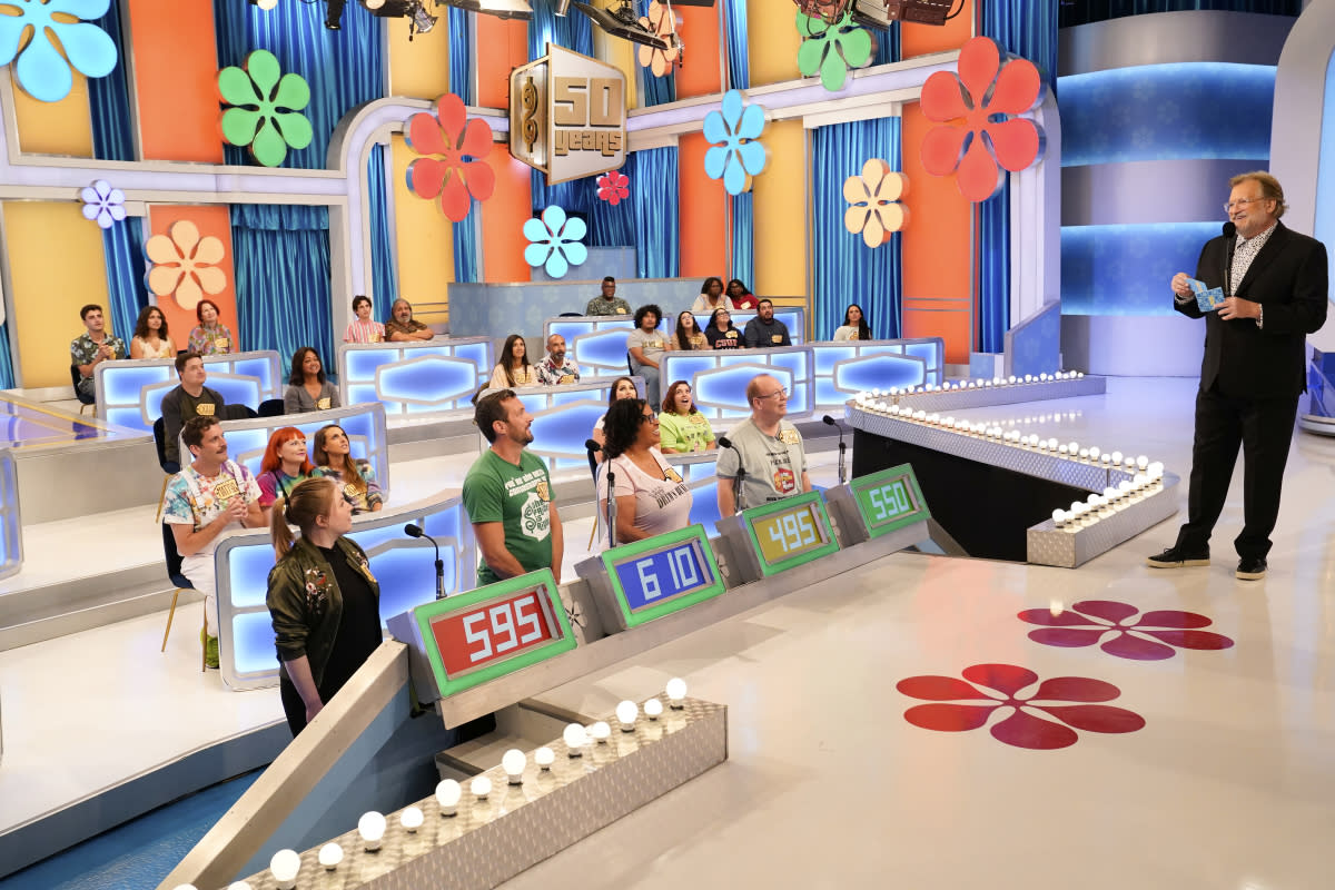 Carey interacts with contestants on Price is Right (Photo: Adam Torgerson/CBS Broadcasting, Inc)