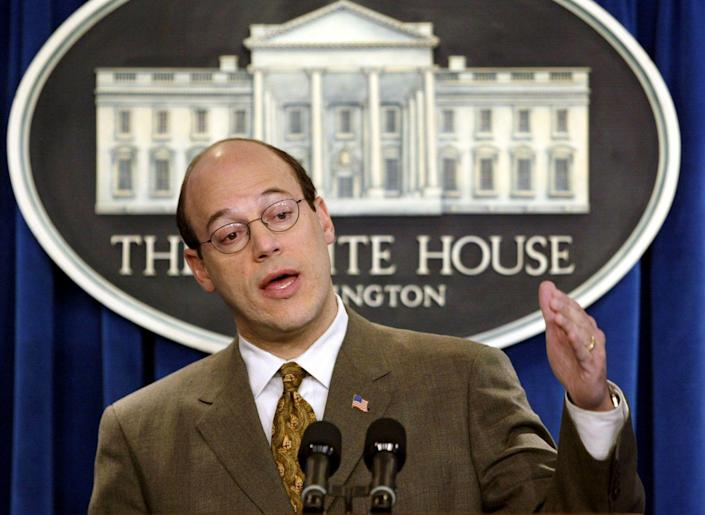 White House spokesman Ari Fleischer answers a question during a press briefing January 27, 2003. [Fleischer said the U.N. weapon inspection process in Iraq is running out of time.] - PBEAHUORZAS