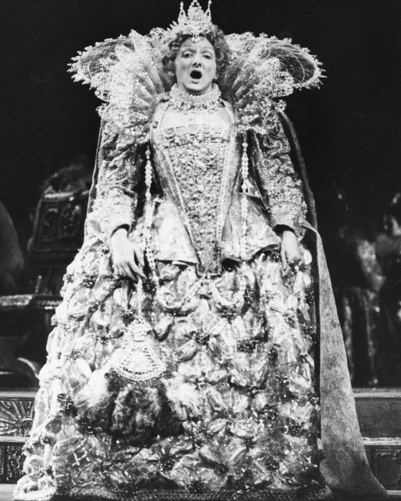 Pauline Tinsley as Queen Elizabeth I during rehearsals for Donizetti's Mary Stuart at the London Coliseum in 1973.