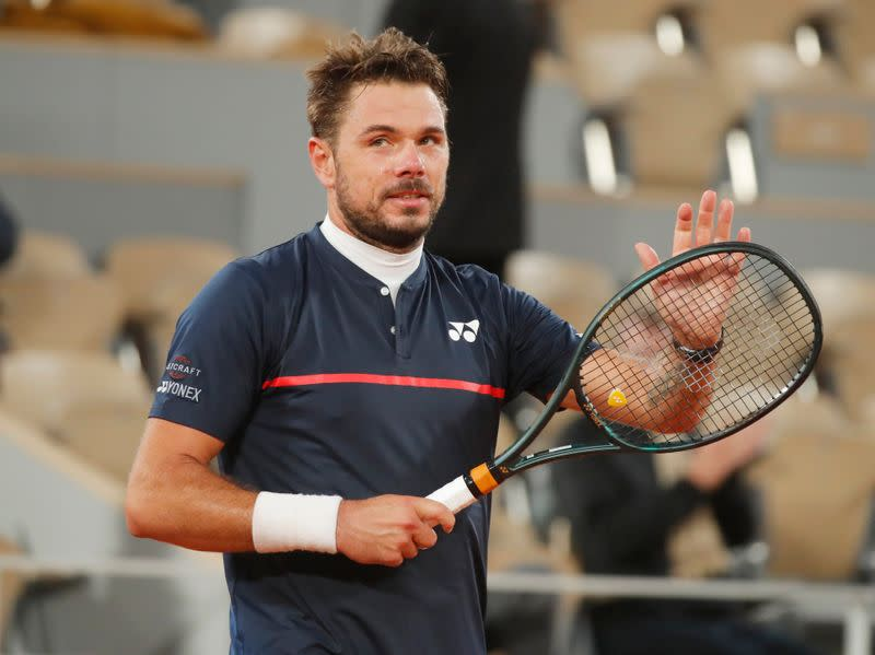 Wawrinka thrashes Murray as big match falls flat
