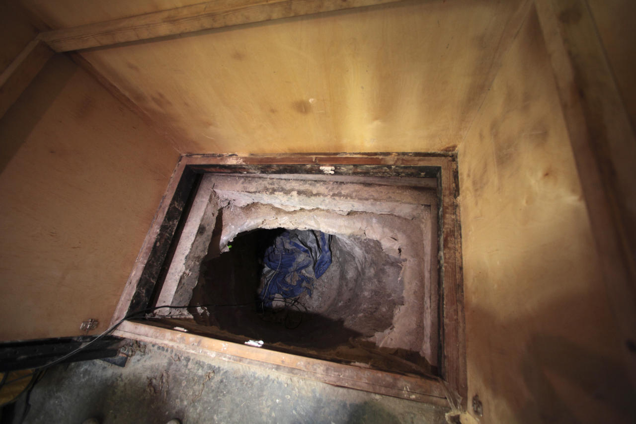 The entrance to a long tunnel is seen inside a warehouse near the Mexican border in Otay Mesa, California November 3, 2010. U.S. border police have found a sophisticated smuggler's tunnel the length of six football fields linking Southern California with Mexico and believed to have been used by drug traffickers, authorities said on Wednesday. Agents also recovered more than 20 tons of marijuana during overnight searches of the tunnel, the border patrol said in a news release.   REUTERS/Nelvin C. Cepeda/San Diego Union-Tribune/Pool  (UNITED STATES - Tags: POLITICS CRIME LAW SOCIETY)