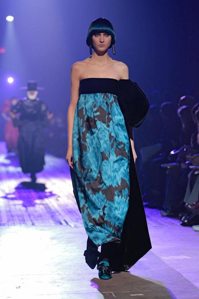 <p>A black-and-blue floral print dress at the Marc Jacobs FW18 show. (Photo: Getty) </p>