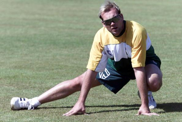 20 Sep 2001: Jacques Kallis stretches at training during the South Africa Cricket tour to Zimbabwe. Buluwayo, Zimbabwe. DIGITAL IMAGE   Mandatory Credit: Touchline Photo/ALLSPORT