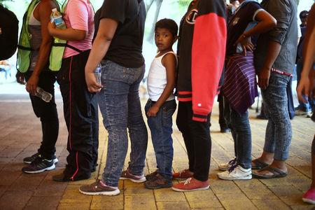 Central American migrants, moving in a caravan through Mexico toward the U.S. border, stand in line for food at a shelter set up for them by the Catholic church, in Puebla, Mexico April 6, 2018. REUTERS/Edgard Garrido
