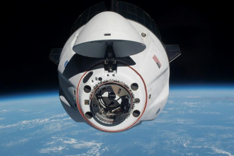 Image diffusée par la Nasa le 27 avril 2021 de la capsule Crew Dragon de SpaceX approchant de la Station spatiale internationale
