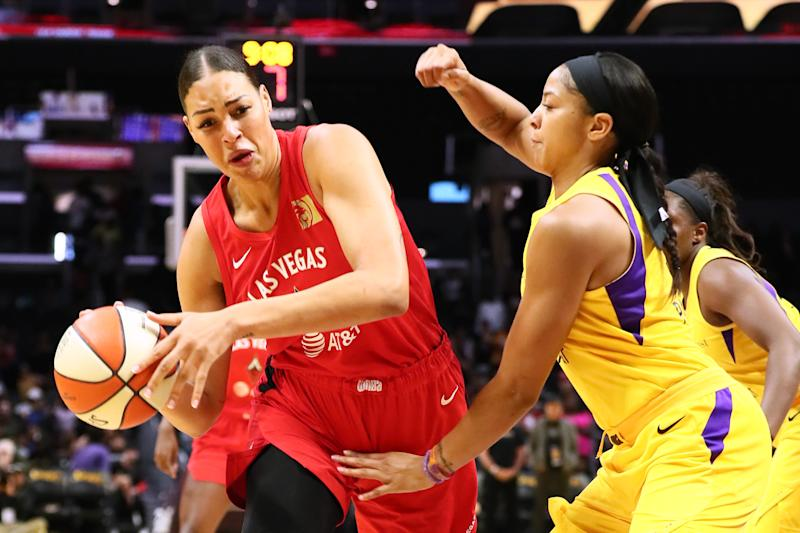LOS ANGELES, CALIFORNIA - JUNE 27: Liz Cambage #8 of the Las Vegas Aces handles the ball against Candace Parker #3 of the Los Angeles Sparks during a WNBA basketball game at Staples Center on June 27, 2019 in Los Angeles, California. (Photo by Leon Bennett/Getty Images)