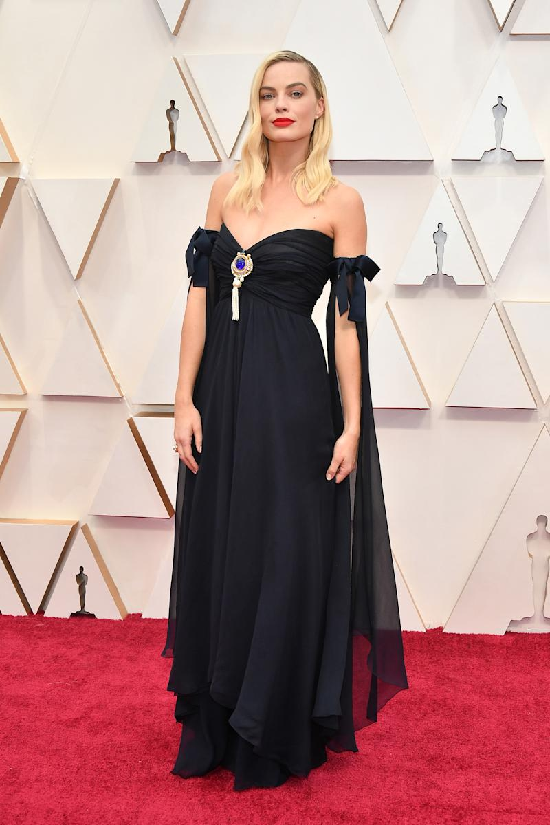 Margot Robbie attends the 92nd Annual Academy Awards in off shoulder Chanel gown with broach at Hollywood and Highland on February 09, 2020 in Hollywood, California. (Photo by Amy Sussman/Getty Images)