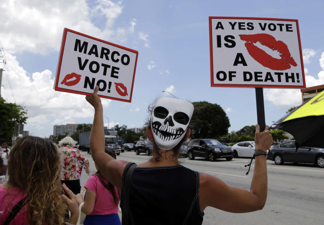 <p>Alessandra Mendolfi protests agains the current GOP health care bill outside of the office of Sen. Marco Rubio, Wednesday, June 28, 2017, in Miami, Fla. (Photo: Lynne Sladky/AP) </p>