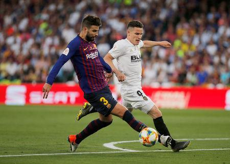 Soccer Football - Copa del Rey - Final - FC Barcelona v Valencia - Estadio Benito Villamarin, Seville, Spain - May 25, 2019 Barcelona's Gerard Pique in action with Valencia's Kevin Gameiro REUTERS/Jon Nazca