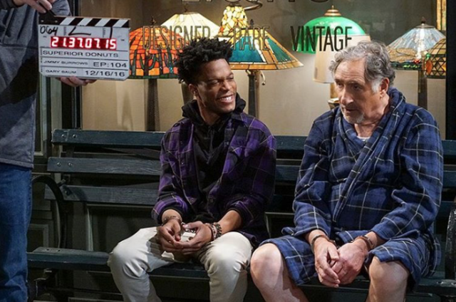 <p>The face you make when you realize you and Judd Hirsch are both rocking flannel in the same episode. ???????? — @jermainefowler #juddhirsch @superiordonuts #BTS @cbstv<br> (Photo: YahooTV via Instagram) </p>