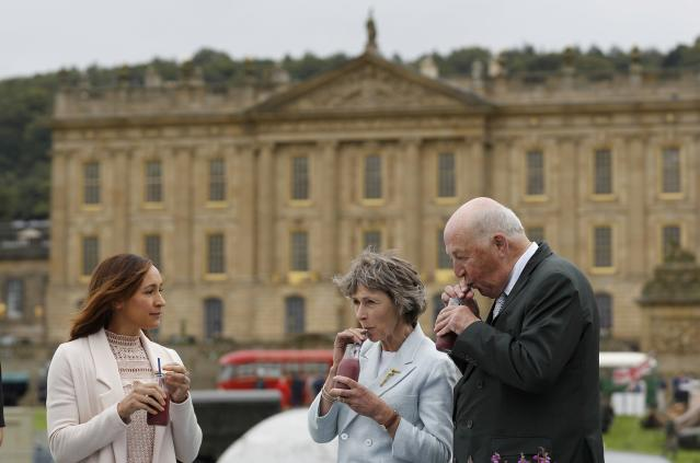 Olympic medallist Jessica Ennis-Hill (L) drinks a smoothie with the Duke and Duchess of Devonshire during the country fair at Chatsworth House near Bakewell in Britain, September 2, 2016. REUTERS/Darren Staples