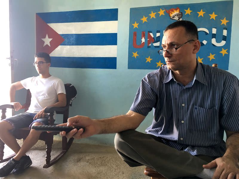 Leading Cuban dissident released from jail on house arrest