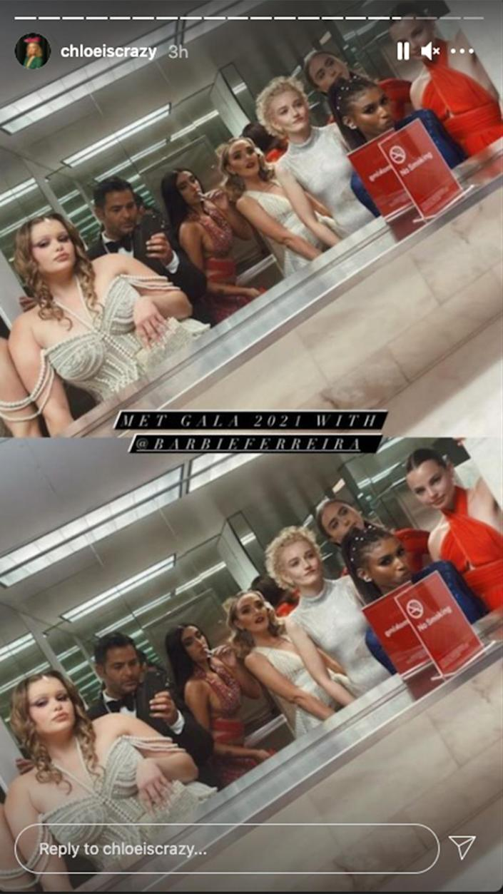 <p>The gala is famous for its bathroom selfies, and <em>SNL</em>'s Chloe Fineman wasn't going to let the night end without sharing one.</p>