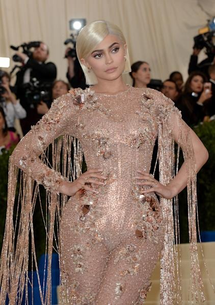 <p>The make-up mogul sported a dramatic new look for a celebratory dinner. </p>