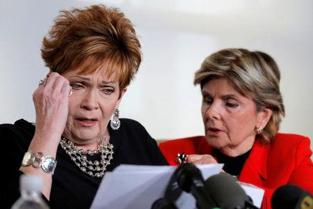 Beverly Nelson (L) reacts as she reads a statement to reporters with attorney Gloria Allred during a news conference announcing new allegations of sexual misconduct against Alabama Republican congressional candidate Roy Moore, in New York.    REUTERS/Lucas Jackson
