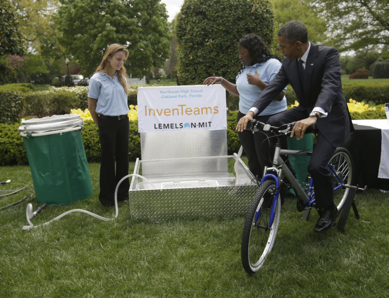 Obama pedals bike at 3rd White House science fair