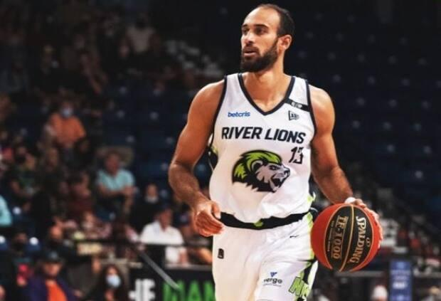 Philip Scrubb scored 16 points and the game-winner to lift the Niagara River Lions to an 84-82 semifinal win over the Fraser Valley Bandits on Friday. (@CEBLeague/Twitter - image credit)