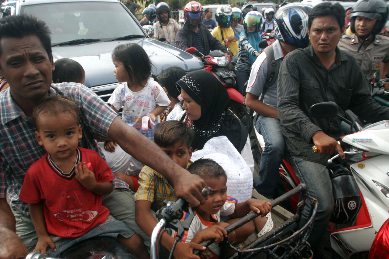People are stuck in a traffic jam as they evacuate to higher ground after a strong earthquake was felt in Banda Aceh, Aceh province, Sumatra island, Indonesia, Wednesday, April 11, 2012. Two massive earthquakes triggered back-to-back tsunami warnings for Indonesia on Wednesday, sending panicked residents fleeing to high ground in cars and on the backs of motorcycles. There were no signs of deadly waves, however, or serious damage, and a watch for much of the Indian Ocean was lifted after a few hours. (AP Photo/Heri Juanda)