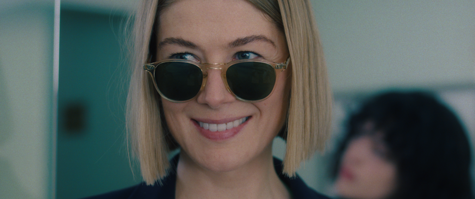 Rosamund Pike Is the Super Hot Villain We Deserve - I Care a Lot