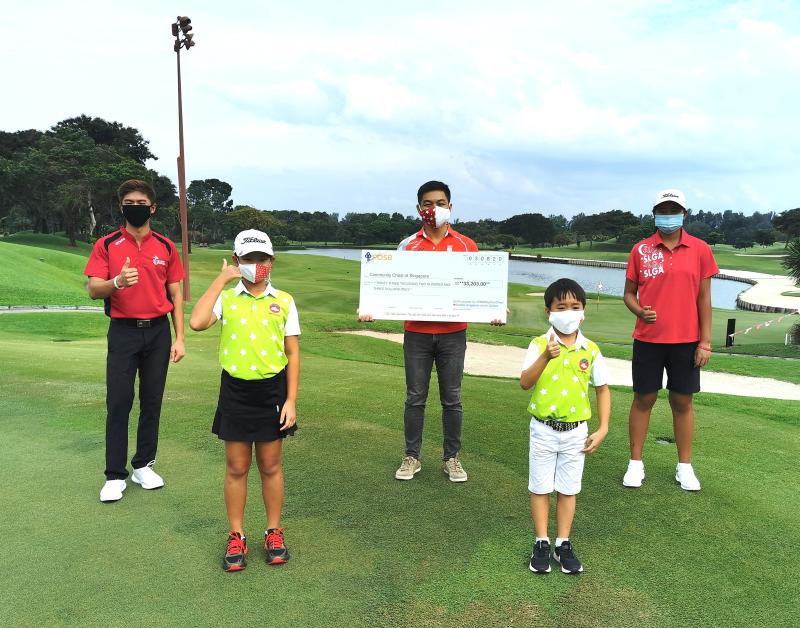 Singapore junior golfers raised $33,203 for the #YNWAbyComChest charity campaign fronted by Speaker of Parliament Tan Chuan-Jin (centre). (PHOTO: Singapore Golf Association)
