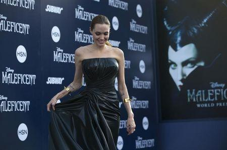 """Cast member Angelina Jolie poses at the premiere of """"Maleficent"""" at El Capitan theatre in Hollywood, California May 28, 2014. The movie opens in the U.S. on May 30. REUTERS/Mario Anzuoni"""