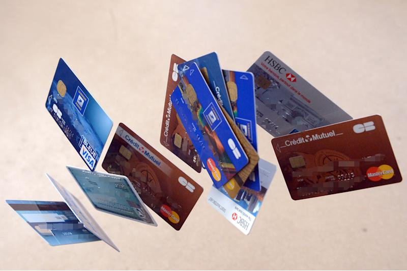 FRANCE-BANK-CARD-FEATURE