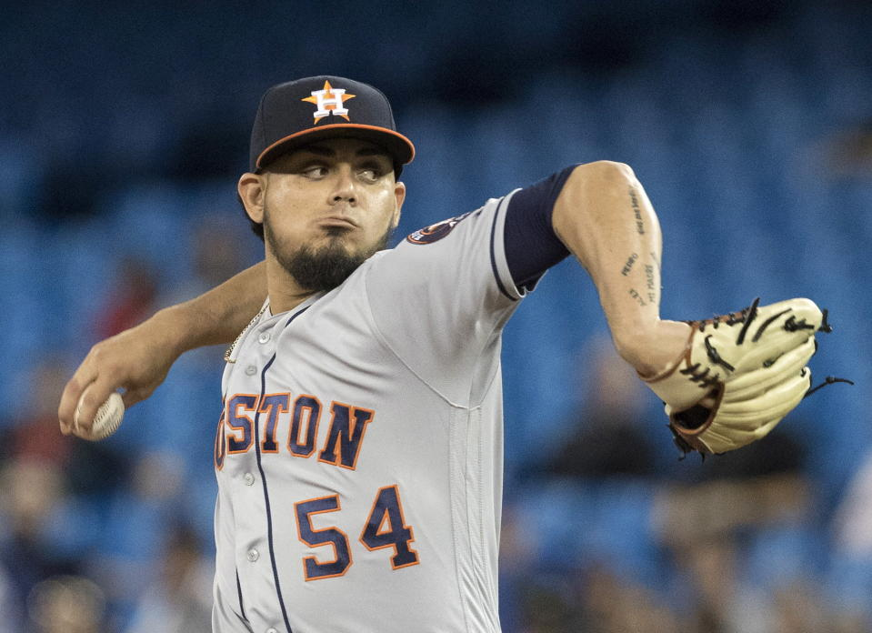 Roberto Osuna agrees to peace bond in his assault case in Toronto. (AP)