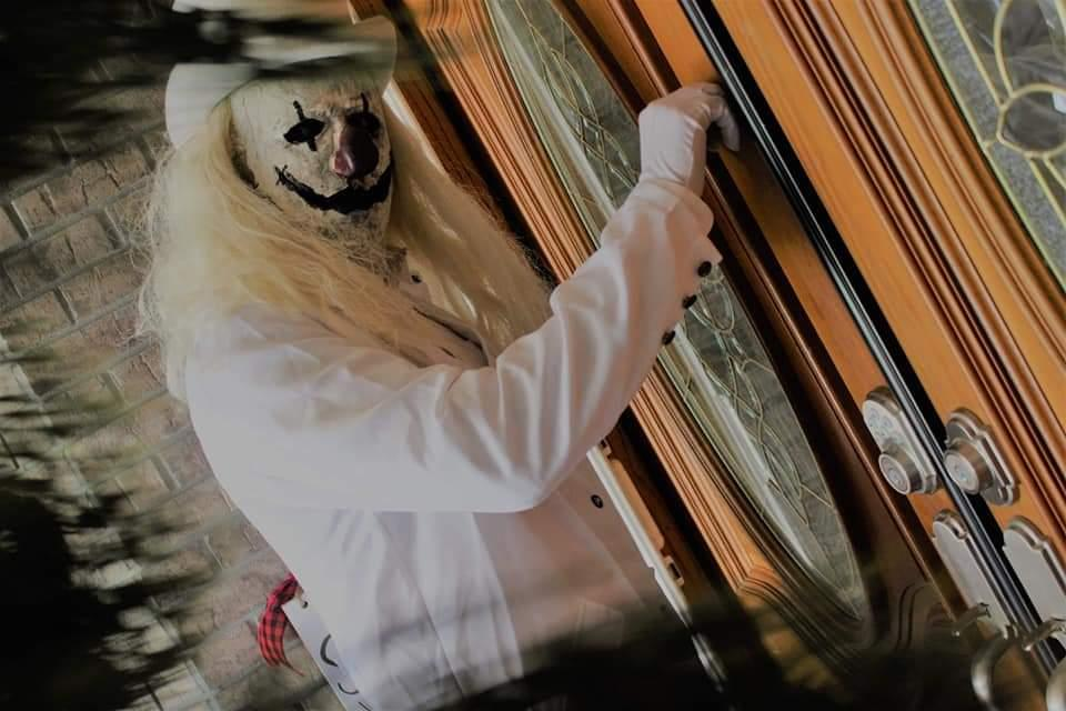 """Blanco is a """"mysterious"""" clown who could be knocking on your door this Valentine's Day. (Photo: Courtesy of Ranch of Horror)"""