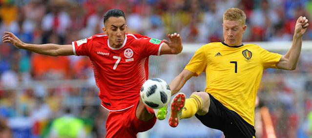 Moscow (Russian Federation), 23/06/2018.- Saif-Eddine Khaoui (L) of Tunisia in action against Kevin De Bruyne (R) of Belgium during the FIFA World Cup 2018 group G preliminary round soccer match between Belgium and Tunisia in Moscow, Russia, 23 June 2018. (RESTRICTIONS APPLY: Editorial Use Only, not used in association with any commercial entity - Images must not be used in any form of alert service or push service of any kind including via mobile alert services, downloads to mobile devices or MMS messaging - Images must appear as still images and must not emulate match action video footage - No alteration is made to, and no text or image is superimposed over, any published image which: (a) intentionally obscures or removes a sponsor identification image; or (b) adds or overlays the commercial identification of any third party which is not officially associated with the FIFA World Cup) (Mundial de Fútbol, Bélgica, Moscú, Rusia, Túnez, Túnez) EFE/EPA/PETER POWELL EDITORIAL USE ONLY