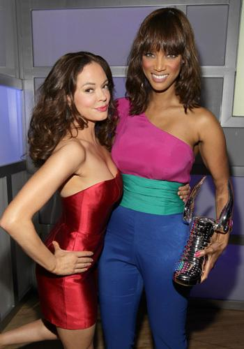 "<p>Oh, dear! Can it get any worse? Rose McGowan wears a scarily-short sequined dress, while Tyra continues her jumpsuit obsession in this block colour outfit! We can't look!<br><br><a rel=""nofollow"" href=""http://au.movies.yahoo.com/galleries/gallery/9994515/2011-teen-choice-awards-red-carpet/8/#gallery"">Pics: 2011 Teen Choice Awards Red Carpet</a></p>"