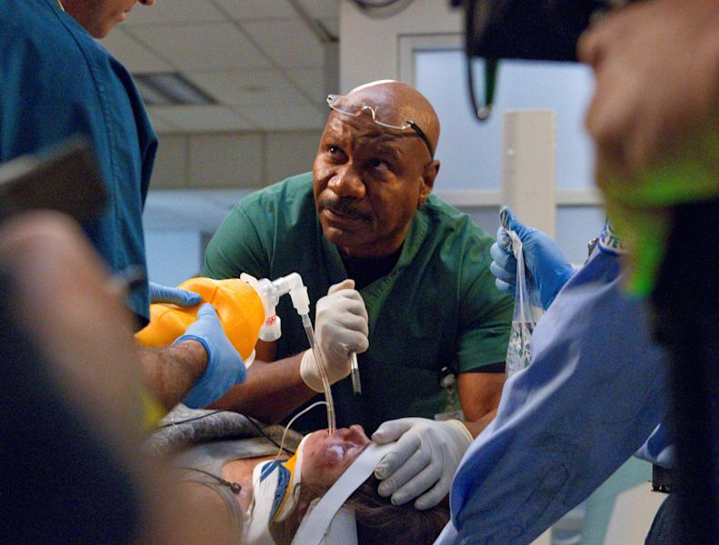 "This undated image released by TNT shows Ving Rhames as Dr. Jorge Villanueva in a scene from ""Monday Mornings,"" a medical drama premiering Monday, Feb. 4, 2013 at 10 p.m. EST on TNT. (AP Photo/TNT, Doug Hyun)"