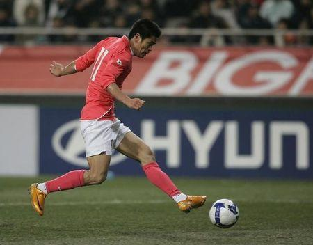 South Korea's Seol Ki-hyeon shoots the ball to score a goal during their round three 2010 World Cup qualifying soccer match against Turkmenistan in Seoul