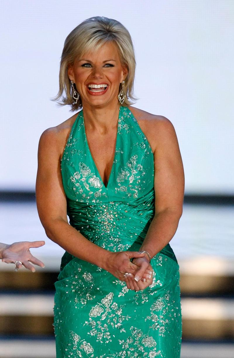 Carlson presenting at the 2010 Miss America pageant (Getty Images)