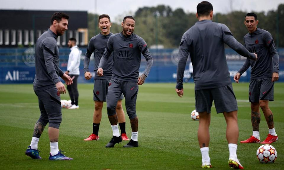 Lionel Messi (left) trains with his PSG teammates on Monday.