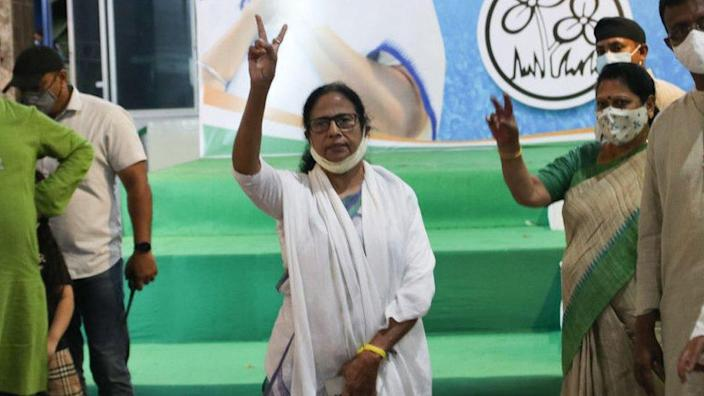 Mamata Banerjee shows the victory sign at a news conference in Kolkata, India, on 2 May 2021