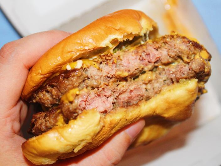 Tried double cheeseburgers from 5 fast food chains and the cheapest burger blew me away