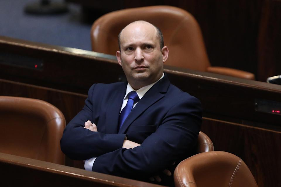epa09268050 Leader of the Yemina party and designated prime minister Naftali Bennett during a special voting session on the formation of a new coalition government at the Knesset in Jerusalem, Israel, 13 June 2021. The Israeli parliament 'Knesset' is voting on the governmental change.  EPA/ABIR SULTAN (Photo: ABIR SULTANEPA)