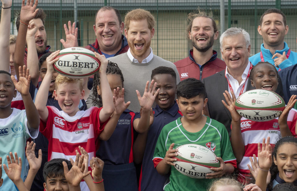 LUTON, ENGLAND - SEPTEMBER 12: Prince Harry, Duke of Sussex meets pupils during his visit to The Rugby Football Union All Schools Programme at Lealands High School on September 12, 2019 in Luton, England. HRH is the Patron of the Rugby Football Union. (Photo by Arthur Edwards - WPA Pool/Getty Images)
